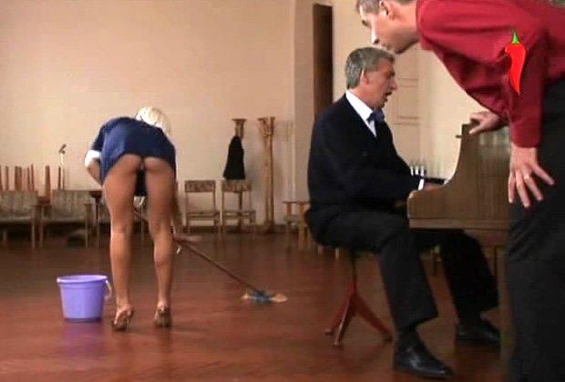 порно рассказ сосет под столом