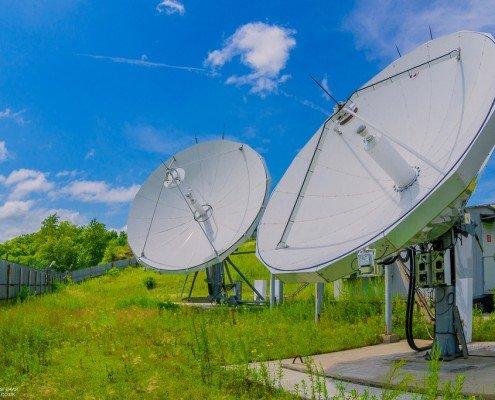 Спутниковая или наземная сеть? Выбор варианта построения сети при нормативном ограничении прибыли оператора